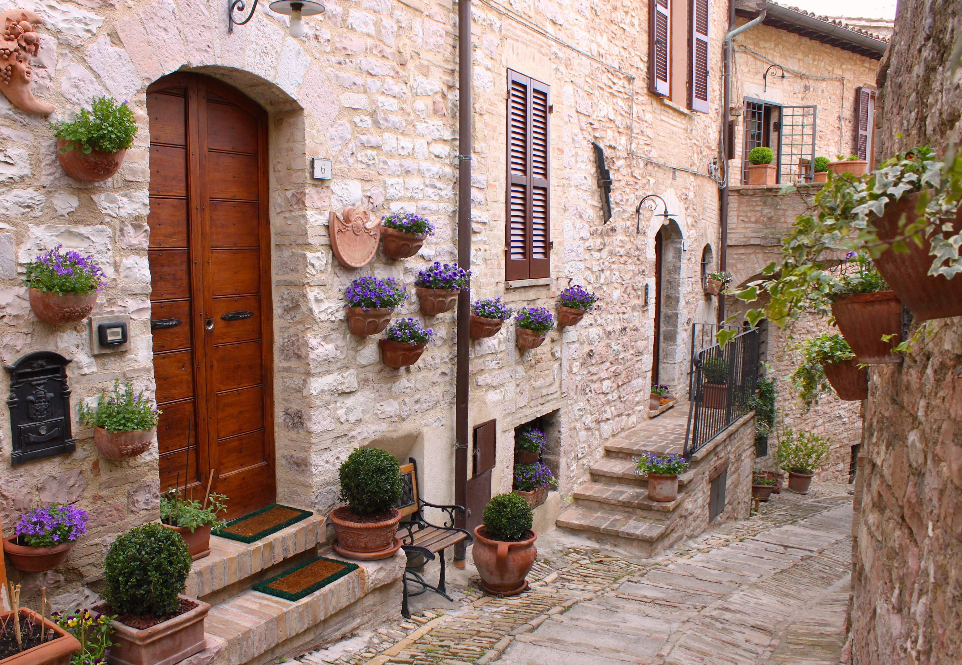 Visit umbria in electric car villa dei platani for Spell balcony